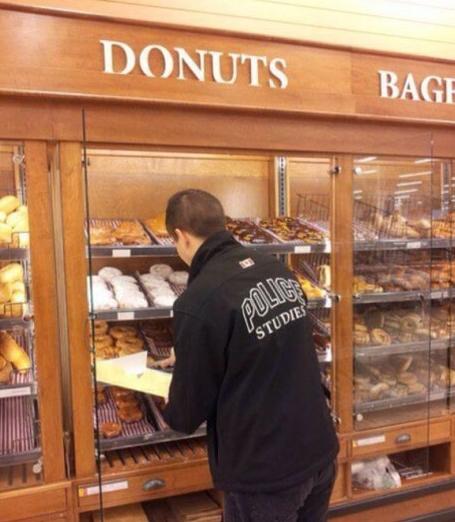 Sự liên quan nhẹ giữa donut và cảnh sát Mỹ - H9